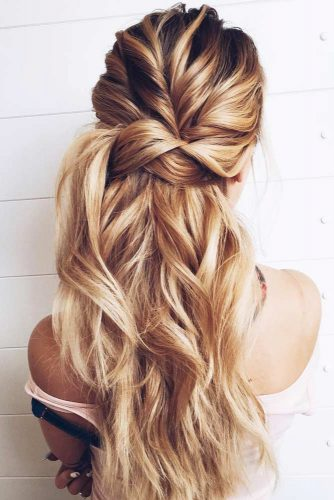 Messy Amazing Twisted Hairstyles For Long Hair #hairstylesforlonghair #christmashairstyles #hairstyles #halfuphairstyles