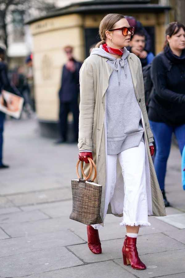 8b02bb53e Трендовые идеи с чем носить модные джинсы осенью и зимой 2018-2019 –  стильные сочетание и топовые варианты в разных стилях